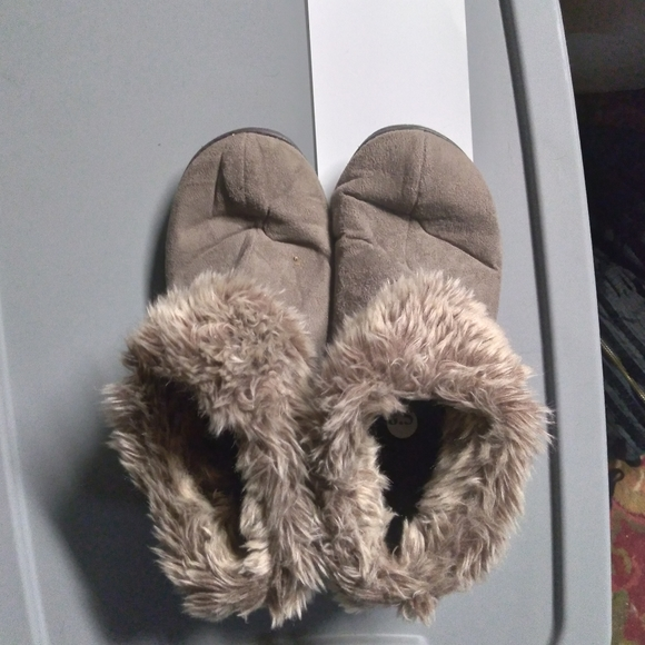 Isotoner slipper shoes